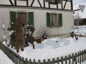 These captivating metal sculptures are out in the front yard of a barn on the main highway between Zofingnen and Brittnau on the way to the bakery - yum!